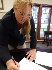PFHA President Sharon Londono signs the USEF-PFHA Agreement joining Competition Lite
